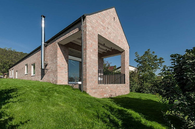 architecture long brick house.png
